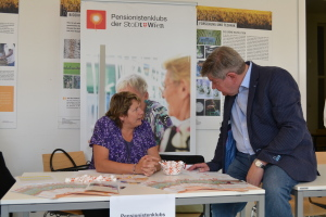 Michael Hemza im Gespräch mit der Bezirksreferentin unseres Seniorentreffs, Frau Panzenböck